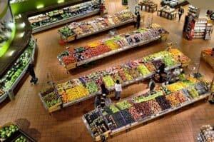 widok nadział warzyw iowoców wsupermarkecie