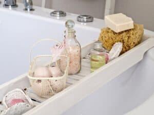 wanna z półką na kosmetyki do kąpieli
